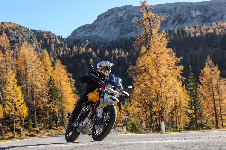 Moto Guzzi V85 TT slides De Motorzaak Amsterdam